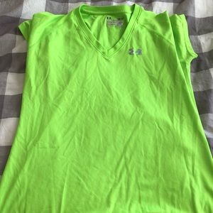 Under armor semi fitted dri fit shirt small